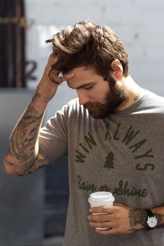 No one is complaining about the lumbersexual movement because everything is better with a beard. Bart Tattoo, Look Man, Neue Outfits, Hair And Beard Styles, Attractive Men, Haircuts For Men, Men Hairstyles, Bearded Men, Bearded Tattooed Men