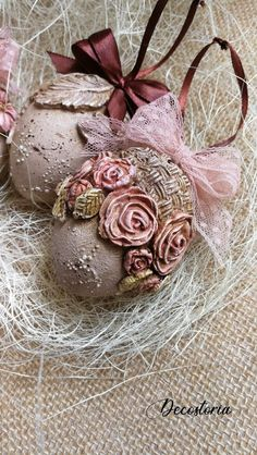 All Details You Need to Know About Home Decoration - Modern Easter Tree, Easter Wreaths, Easter Eggs, Egg Crafts, Easter Crafts, Diy And Crafts, Decoupage Tins, Easter Fabric, Egg Art