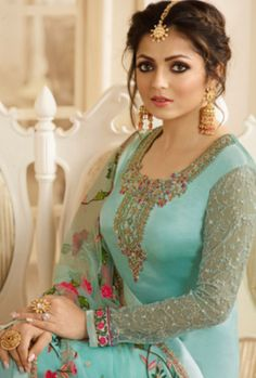 Looking to buy salwar kameez? ✓ Shop the latest dresses from India at Lashkaraa & get a wide range of salwar kameez from party wear to casual salwar suits! Designer Salwar Suits, Designer Dresses, Indian Dresses, Indian Outfits, Pakistani Outfits, Lehenga Choli, Anarkali, Lehenga Style, Drashti Dhami