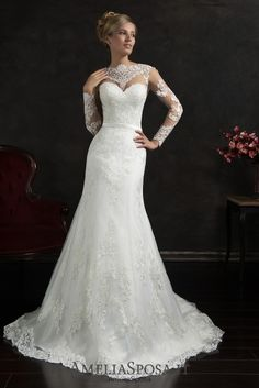 Wedding dress Essenia - AmeliaSposa. Stylish and bold solution for a wedding look. Body curves are underlined with cut lines. A lingerie dress with close texture, laced sleeves and a laced 'necklace' in the cleavage area create a virtuous look. But a naked back makes the dress unbelievably tempting.