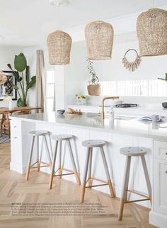 Uniqwa's hand woven Bindu Pendants adding a costal touch to this Hampton's style kitchen featured in 🍃 at the beautiful beach house of Australian Interior Stylist Nat Winter Beach House Kitchens, Home Kitchens, Style At Home, Casa Hygge, Kitchen Interior, Kitchen Decor, Kitchen Stools, Kitchen Pendants, Kitchen Ideas