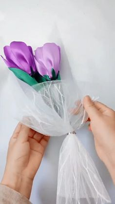 Origami flower video tutorial Informations About Origami flower video tutorial Pin You can easily us Paper Flowers Craft, Paper Crafts Origami, Flower Crafts, Fabric Crafts, Ribbon Flower Tutorial, Diy Ribbon, Origami Flowers Tutorial, Kanzashi Tutorial, Origami Instructions