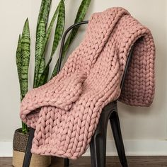 Your Lifestyle by Donna Sharp Chunky Knit Throw - Overstock - 21529411 Vogue Knitting, Arm Knitting, Knitted Blankets, Merino Wool Blanket, Throw Blankets, Mauve Bedroom, Chunky Knit Throw Blanket, Mermaid Blanket, Garter Stitch