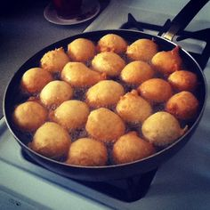 I LOOOOVVVEEE samoan style pancakes (panikeke)