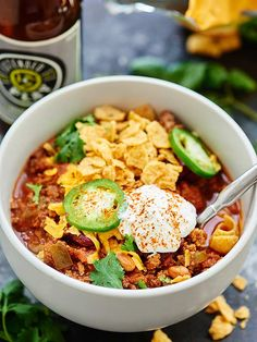 Slow Cooker Beef Chili - This chili is a quick & easy fall dinner! Beef, beer, liquid smoke, vegetables, & spices cook low & slow for a really flavorful dish! #beefchili #slowcooker