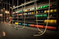 Home Gym Garage, Diy Home Gym, Gym Room At Home, Fitness Design, Gym Design, Gym And Kitchen, Fight Gym, Warehouse Gym, Crossfit Box