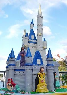 Cake Boss - Buddy and his gang has made anothe amazing cake ~ Disney princesses castle cake x Disney Castle Cake, Disney Princess Castle, Disney Cakes, Buddy Valastro, Cute Cakes, Pretty Cakes, Yummy Cakes, Cake Boss Buddy, Unique Cakes