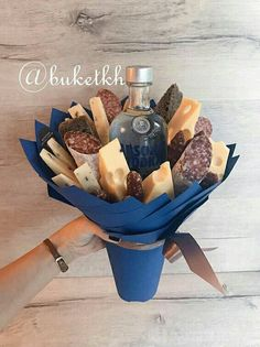 Cadeau-ideeën - Rebel Without Applause Food Bouquet, Gift Bouquet, Candy Bouquet, Diy Father's Day Gifts, Father's Day Diy, Gourmet Gifts, Food Gifts, Edible Bouquets, Diy Gift Baskets