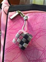 Hamdmade by Paracord: Square Sinnet Cubes......