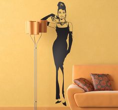 A wall sticker for all lovers of classic cinema and especially for those passionate Audrey Hepburn fans! The American actress featured in movies such as 'Breakfast at Tiffany's'. This fantastic vinyl decal of Hepburn will give your living room a sense of fashion and timeless style. #Movie #Stickers #AudreyHepburn