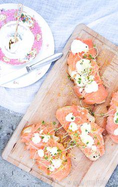 Boterhammenfeest: Sandwich met gerookte zalm en mierikswortel - Little Spoon
