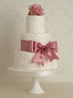 vintage look wedding cake | vintage wedding cake trends | Plan Your Perfect Wedding | The UK's ...