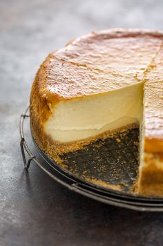 extra rich and creamy cheesecake is freezer friendly and so delicious! This extra rich and creamy cheesecake is freezer friendly and so delicious! This extra rich and creamy cheesecake is freezer friendly and so delicious! No Bake Desserts, Just Desserts, Dessert Recipes, Delicous Desserts, Spring Desserts, Dessert Food, Easter Recipes, Recipes Dinner, Breakfast Recipes
