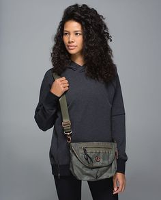 Photos of a new camo Festival bag. Lululemon Bags, Albion Fit, Lulu Love, We Wear, How To Wear, Winter Travel Outfit, Nylon Bag, Athletic Outfits, Cloth Bags