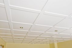 Plafond suspendu Embassy - blanc plafond / Embassy Suspended Ceiling - white ceiling - Our Home Decor Basement House, Basement Bedrooms, Basement Stairs, Basement Ceilings, Farmhouse Style Ceiling Fan, Beautiful Stairs, Dropped Ceiling, White Ceiling, Co Working