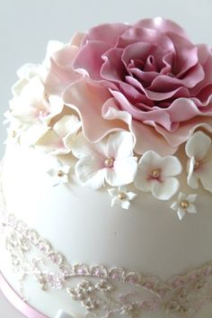 cake topper with lace