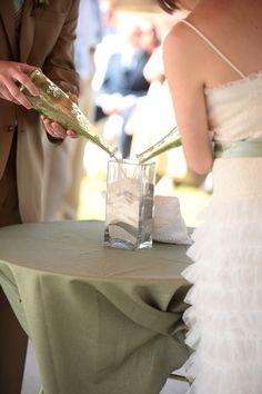 Во всех мировых культурах свадебное торжество, является одним из самых значимых праздников в жизни, возможно по этой причине в каждой стане есть свои приметы и традиции, связанные со свадьбами. Знакомьтесь с некоторыми из них!