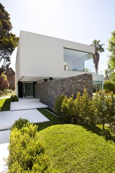 Carrara House by Andres Remy Arquitectos in Buenos Aires, Argentina - Architektur - Arquitectura Residential Architecture, Contemporary Architecture, Landscape Architecture, Interior Architecture, Landscape Design, Contemporary Design, Marble House, Facade House, Bungalows