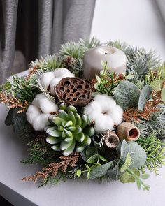 Christmas Vases, Christmas Flower Arrangements, Dried Flower Arrangements, Christmas Flowers, Christmas Table Settings, Winter Christmas, Christmas Home, Christmas Wreaths, Christmas Decorations