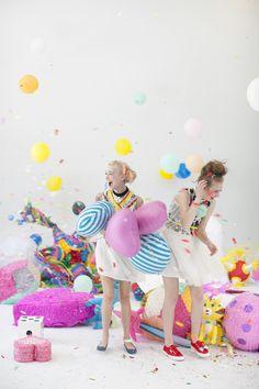 Piñatas, ballons, confetti