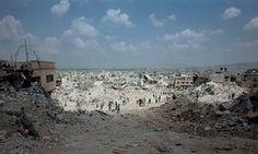 206 뤽 들라이예Luc Delahaye's Jenin Refugee Camp (c2001) on show at Tate Modern