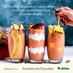 Você já experimentou smoothie? Ele é uma bebida refrescante, saudável e ótima para o verão. A receita é muito simples: basta bater no liquidificador a banana congelada, o leite, o chocolate em pó e as pedras de gelo. Sirva como quiser e se delicie à vontade!