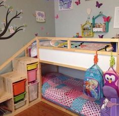 Ikea kura bed with added steps and extra safety bar on top bunk. Ikea kura bed with ad Kura Ikea, Kura Bed Hack, Ikea Loft Bed Hack, Ikea Trofast, Toddler Bunk Beds, Kid Beds, Bunkbeds For Small Room, Small Bunk Beds, Kids Bedroom Ideas