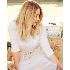 The official site of Lauren Conrad is a VIP Pass. Here you will get insider knowledge on the latest beauty and fashion trends from Lauren Conrad. 90210 Fashion, Fashion Idol, Style Fashion, Fashion Trends, Lauren Conrad Style, Chiffon Skirt, Mesh Skirt, Pretty Hairstyles, How To Look Pretty
