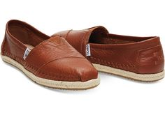A TOMS espadrille in sleek full-grain leather with a rope sole. Subdued and stylish, these split the difference between outdoor adventure and cool, comfy lounging.