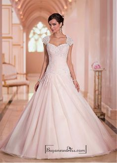 Alluring Tulle Sweethart Neckline Natural Waistline Ball Gown Wedding Dress - Buyanewdress.com