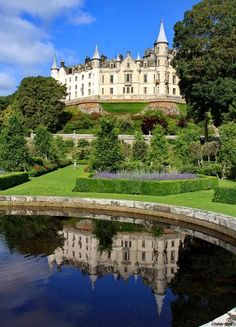 Dunrobin Castle in the Highland area of Scotland. beautiful and unexpected castle in the Highlands. Oh The Places You'll Go, Places To Travel, Places To Visit, Parks, Beautiful Castles, Beautiful Buildings, Wonderful Places, Beautiful Places, Palaces