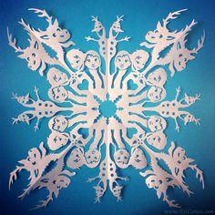 Frozen-Snowflake-Anna-and-Elsa.jpg (677×677)