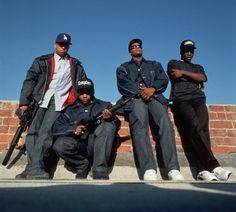 """Um dos mais importantes e únicos momentos do Hip-hop nova-iorquino aconteceu com o lançamento do single e videoclipe """"Straight Outta Compton"""" do N.W.A. > http://ads.tt/1CJ4P"""