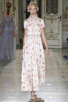 Luisa Beccaria - Spring Summer 2016 Ready-To-Wear - Shows - Vogue. Luisa Beccaria, Vogue, Beautiful Dresses, Nice Dresses, Podium, Milano Fashion Week, Feminine Dress, Live Fashion, Dress Me Up