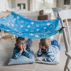Boys under a Pl-ug canopy den kit