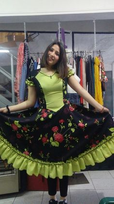 Chilenos Cueca Chilean traditional costumes Saloon Girls, African Fashion Skirts, Frock Dress, Dresses Kids Girl, Quinceanera Dresses, Dance Outfits, Frocks, Kids Girls, Marie