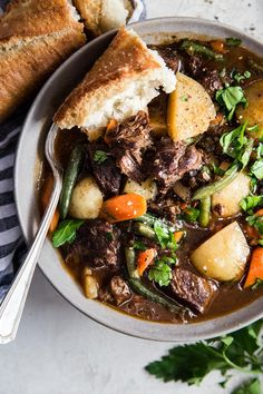 Nothing is better on a cold day then a warm bowl of stew in your hands. The beauty of beef stew is that it is a stand alone dish—one pot and you're good to go. Top Recipes, Beef Recipes, Quick Recipes, Brunch Recipes, Yummy Recipes, Vegetarian Recipes, Classic Beef Stew, Homemade Beef Stew, Roasted Onions
