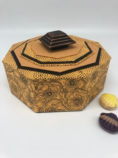 Cardboard Crafts, Paper Crafts, Crafts For Kids, Arts And Crafts, Cardboard Packaging, Carton Box, Puzzle Box, Elements Of Design, Cartonnage