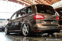 VW Touran (Ferrari rims) Volkswagen Touran, Vw T, Seat Alhambra, Vw Sharan, Car In The World, Station Wagon, Cool Cars, Ferrari, Classic Cars
