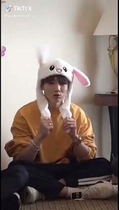 Bts Memes Hilarious, Bts Funny Videos, Jungkook Funny, Bts Taehyung, Jhope, Foto Bts, Bts Jin, Bts Bangtan Boy, Bts Beautiful