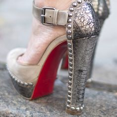 My kind of red backs. Crazy Shoes, Me Too Shoes, Fab Shoes, Awesome Shoes, Women's Shoes, Platform Stilettos, High Heels, Christian Louboutin, Shoes Heels Wedges
