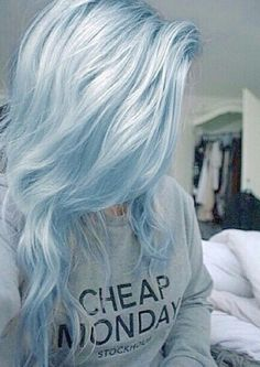 Image via We Heart It https://weheartit.com/entry/149509231/via/884026 #blue #girl #grunge #hair #hipster #pretty #tumblr