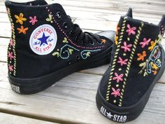 ideas for embroidery converse booties Trash To Couture, Zapatillas Casual, Flipflops, Painted Shoes, Diy Clothing, Converse Shoes, Custom Converse, Women's Converse, Shoes Sneakers