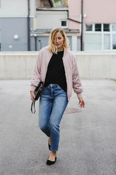 tifmys – Zara light pink bomber, H&M Mom jeans, Rizzo scalloped ballerinas & Chloé Faye bag.