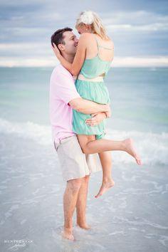 Sarasota Wedding Photographer | Downtown Sarasota Engagement Photos | Sarasota Lido Key Sunset Beach Engagement Photography | Lido Key Beach | Florida Weddings | @Nicole Kaney  | www.hunterryanphoto.com