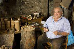 Sardegna l'uomo che lavora il sughero   #TuscanyAgriturismoGiratola