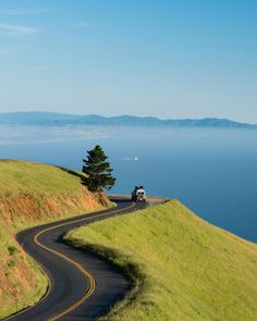 USA Road Trip Ideas and Tips. If you are looking to head out on a road trip, there are a lot of different places you could go. Below, we will be going over some of the top USA road trip Beautiful Roads, Beautiful Landscapes, Beautiful Places, Road Trip Usa, The Road, Road Trip Destinations, Destination Voyage, State Parks, Travel Photography