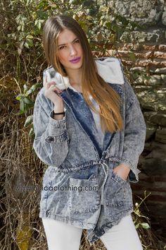 40de2b51d600 Jeans Μπουφάν με αποσπώμενη λευκή γούνα  streetfashion  denim  jacket   popigaletsa