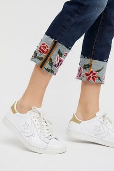 The most beautiful models - Nurhayat Zeybek - most beautiful . : The most beautiful models - Nurhayat Zeybek - most beautiful . Diy Jeans, Diy With Jeans, Jean Diy, Denim Fashion, Fashion Outfits, Fashion Hacks, Style Fashion, Fashion Trends, Estilo Jeans
