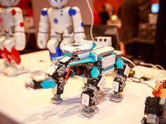 La compañía de robótica china nos presumió en CES 2016 un kit de robótica para construir tú mismo, así como un amiguito robot que te puede enseñar francés. Oh, la la!